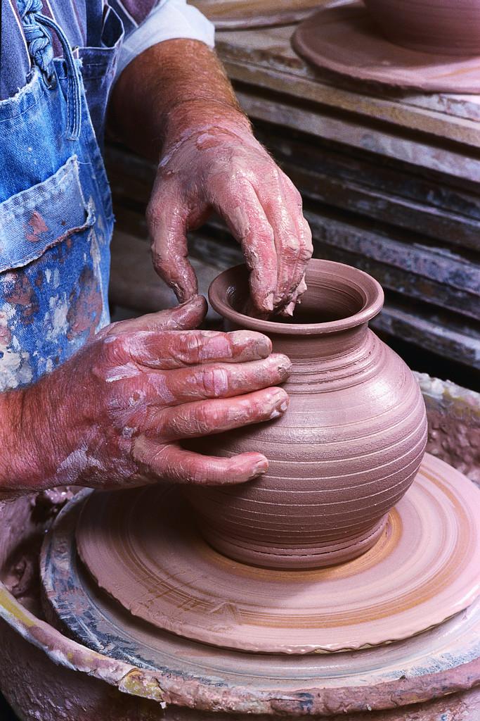 Pottery Making Illustrated. Sept/Oct 2011 Jason Burnett
